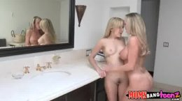 Blondes in lesbian action