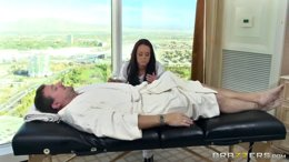 Massage turns into oily sex